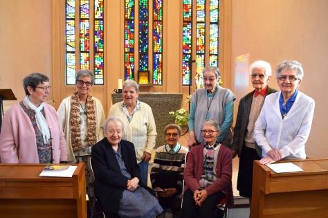 Les sept jubilaires présentes avec la supérieure générale